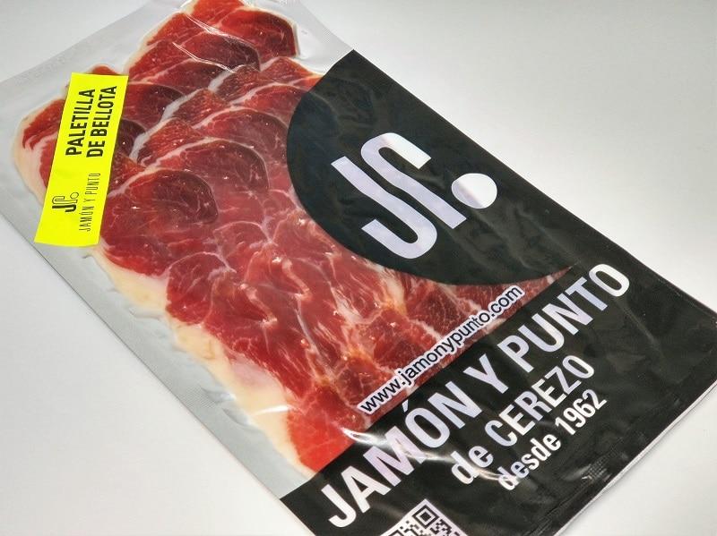 026-jamonypunto-sobre-paletilla-bellota-al-vacio