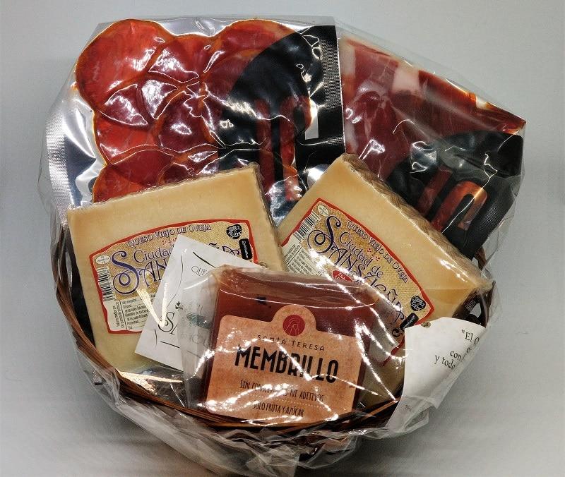 01-jamonypunto-cesta-regalo-pequeña